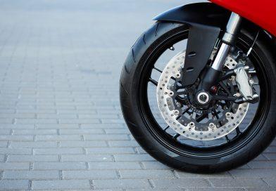 Come regolare le sospensioni di una moto: qualche consiglio