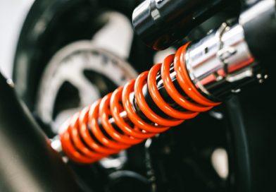 Manutenzione degli ammortizzatori della moto: perché è importante farla